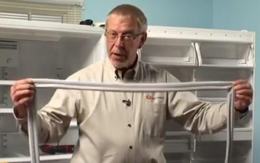 جدا کردن لاستیک قدیمی از درب یخچال